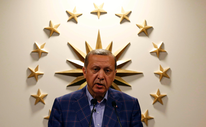 رجب طیب اردوغان، که در همه پرسی تغییر قانون اساسی در ترکیه اعلام پیروزی کرده، با فاصله اندکی پس از اعلام نتایج اولیه، گفت که قصد دارد همه پرسی دیگری درباره لغو قانون مجازات اعدام در ترکیه برگزار کند.