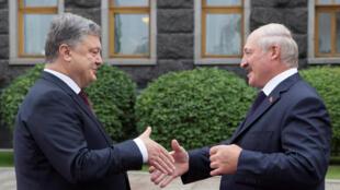 Петр Порошенко и Александр Лукашенко в Киеве, 21 июля 2017.