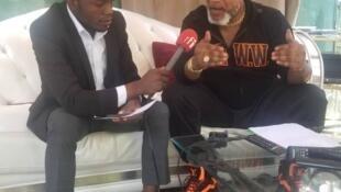 Mwanamuziki wa DRC Koffi Olomide akizungumza na Mwanahabari wetu Feddy Tendilonge