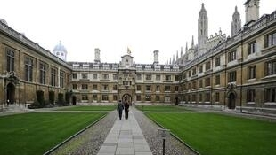 A Universidade de Cambridge, que é ao lado de Oxford, a mais antiga e uma das mais prestigiosas do Reino Unido.