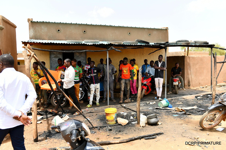 Dans la nuit du 4 au 5 juin, au moins 132 personnes, selon le gouvernement, ont été tuées dans l'attaque du village de Solhan, près de la frontière avec le Mali et le Niger.