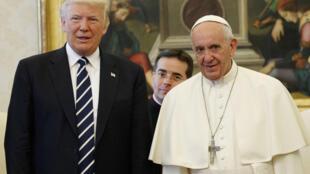 O  Presidente dos Estados Unidos, Donald Trump  e o Papa Francisco no Vaticano.24 de Maio de 2017