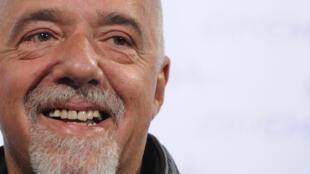 O escritor brasileiro Paulo Coelho, cujas obras são publicadas em 170 países.