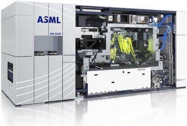 《纽约时报》近日引述美国专家指出,中国无法取得荷兰半导体设备公司阿斯麦(ASML)最复杂的机器芯片生产工具光刻机。