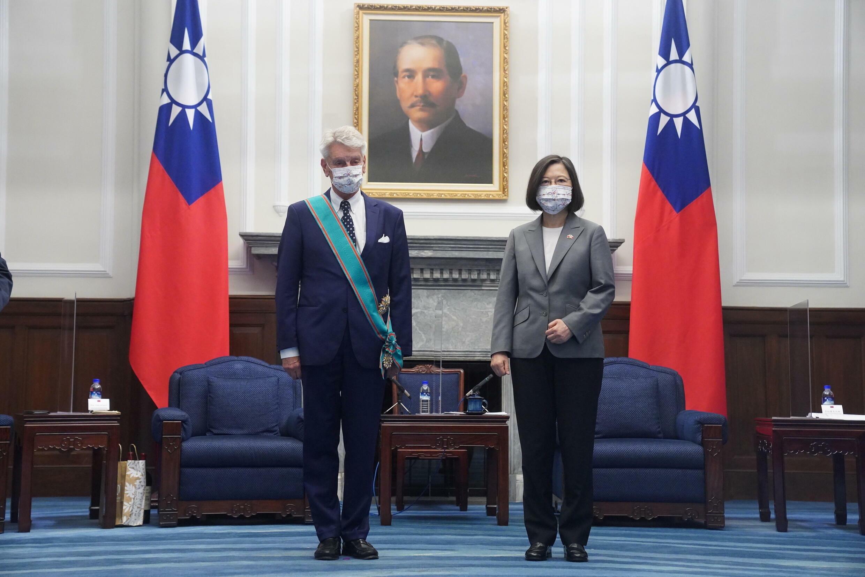 台湾总统蔡英文接见法国参议员代表团 2021年10月7日