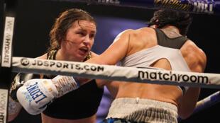 La boxeuse irlandaise Katie Taylor face à Miriam Gutierrez.