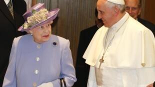 Королева Великобритании Елизавета II и  Папа Римский Франциск