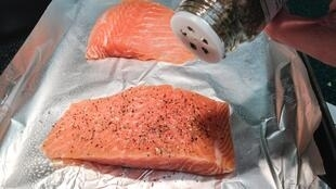 Sur dix saumons frais vendus en France et testés par le magazine «60 Millions de consommateurs», seuls les quatre saumons bio présentent des traces de contamination