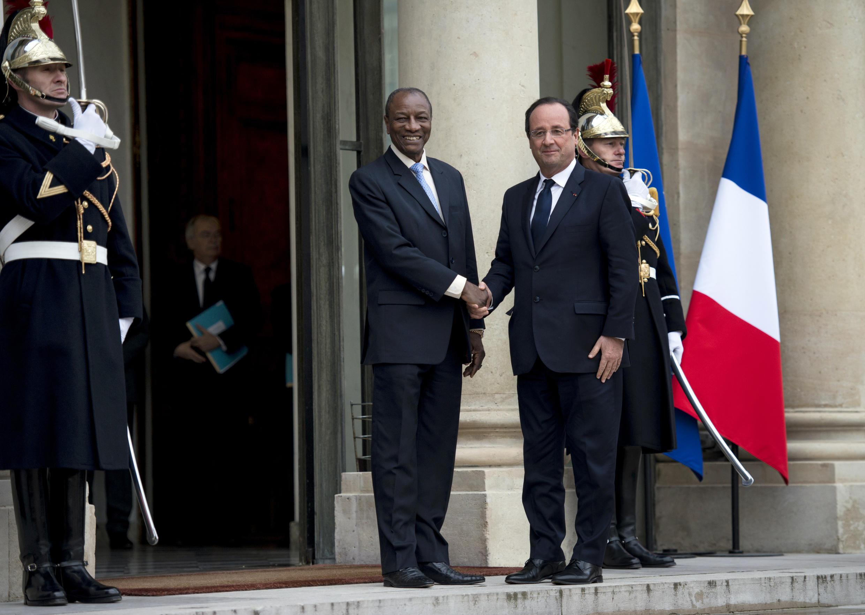 François Hollande accueille son homologue guinéen Alpha Condé à l'Elysée, le 21 novembre 2013.