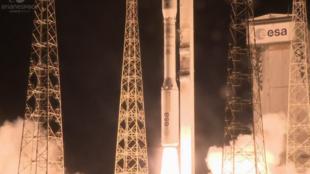 El cohete Vega despegó este jueves de madrugada desde Kurú, en la Guayana francesa, y completó su misión con éxito, después de que su lanzamiento se hubiera aplazado en varias ocasiones.