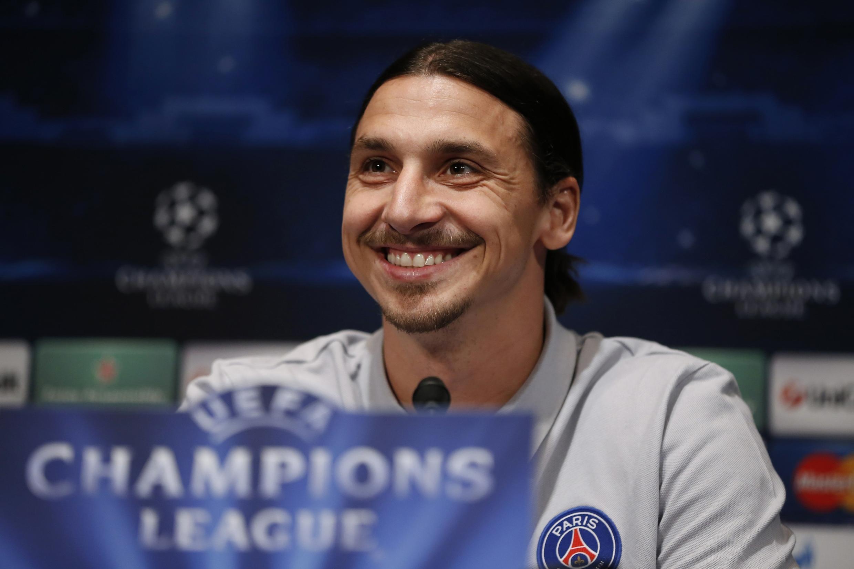 Zlatan Ibrahimovic durante entrevista coletiva no estádio Parque dos Príncipes, em Paris.