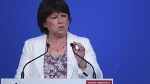 Martine Aubry, primeira-secretária do Partido Socialista em discurso para militantes em Nantes.