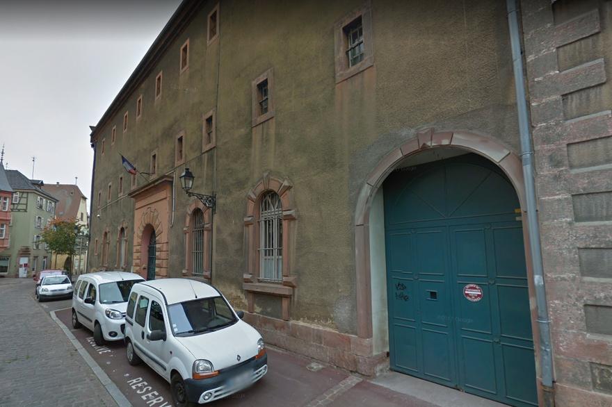 Здание тюрьмы в центре Кольмара, из которого сбежали заключенные