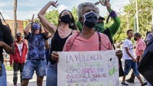 Une manifestation de femmes contre les violences sexuelles, qui ont augmenté depuis le début de l'épidémie, à Medellin en Colombie, le 19 juin 2020.