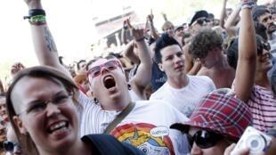 Le public au concert du groupe nord-américain Anti-Flag, pendant le festival de Sziget, à Budapest, le 9 août.