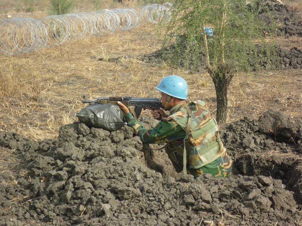 Un soldat bangladais de la mission de maintien de la paix de l'ONU au Soudan du Sud, pendant un exercice dans le camp de Pibor.
