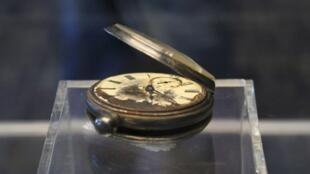 Este relógio de bolso recuperado dos destroços do Titanic é um dos objetos que serão leiloados em abril em Nova York.