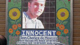 O brasileiro Jean Charles de Menezes morto por engano em Londres, em 2005.