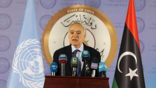 L'émissaire de l'ONU en Libye Ghassan Salame, prend la parole lors d'une conférence de presse à Tripoli, en Libye, le 6 avril 2019.