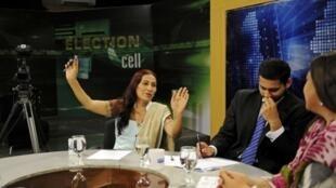 Bindia Rana, một ứng cử viên chuyển giới tính, vận động tranh cử trên đài truyền hình ở Karachi, ngày 23/04/2013.