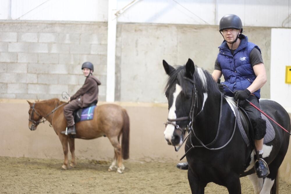 Au centre équestre Cherry Orchard, financé par la ville de Dublin et le ministère de l'Agriculture, les jeunes «Pony Kids» peuvent de nouveau s'occuper correctement de leurs chevaux.