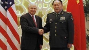美中国防部长在亚洲安全峰会上