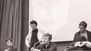 Co-fondateur du Mouvement du 22 Mars, Daniel Cohn-Bendit lors d'une conférence de presse dans l'amphithéâtre de la fac de Nanterre, le 10 mai 1968.