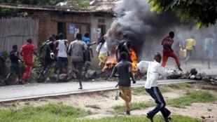 Masu zanga-zangar adawa da Shugaban Burundi Pierre Nkurunziza da neman wa'adin shugabanci na uku