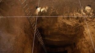 Tunnel creusé par des contrebandiers sous une maison d'Oujgorod.