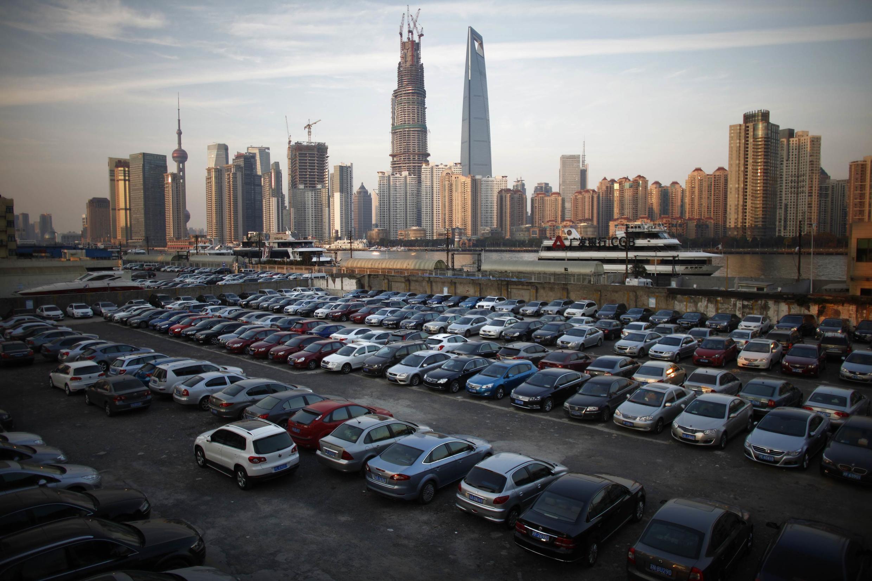 12月12日,黄浦江对岸的浦东金融区。