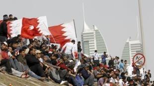 Des manifestants exigent des réformes politiques et sociales à Bahrein.
