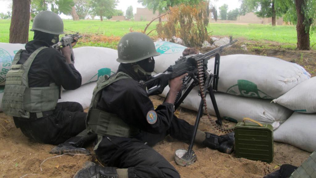Askari wa Cameroon tarehe 17 Juni mwaka 2014, wanapiga doria katika mji wa mpakani wa Amchide, kaskazini ya mwa nchi, mji ambao unakabiliwa na mauaji yanayoendeshwa na Boko Haram.