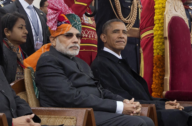 Thủ tướng Ấn N. Modi (trái) và tổng thống Mỹ, B. Obama, dự lễ duyệt binh nhân ngày Cộng Hòa, 26/01/2015.