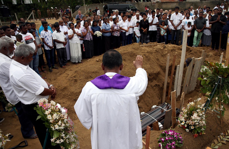 2019年4月25日斯里兰卡国内为恐袭中的遇难者举行葬礼资料图片