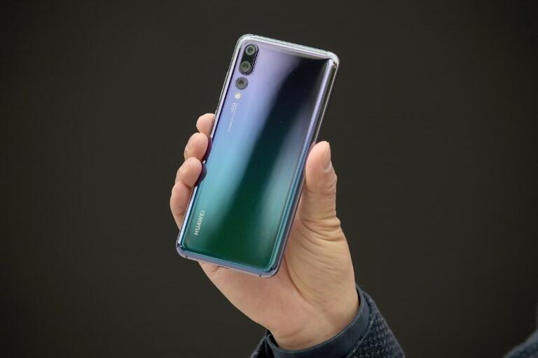 Le 27 mars 2018, le PDG de Huawei, société d'équipement télécom, présente le nouveau smartphone P20 à Paris.