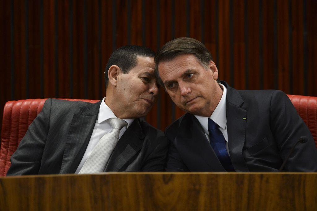 Jair Bolsonaro com o vice, general Hamilton Mourão.