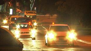 Les ambulances transportant  les six détenus de Guantanamo se dirigent vers l'hôpital militaire de Montevideo, le 7 décembre 2014.