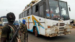 Soldats mutins à l'entrée de Bouaké, le 15 mai 2017.