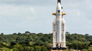 O acesso ao centro espacial de Kourou, de onde é lançado o foguete Ariane com o satélite brasileiro, continua bloqueada.