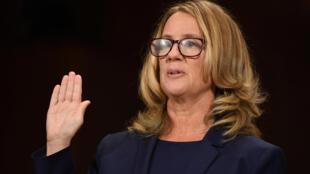 Christine Blasey Ford faz juramento durante seu depoimento na Comissão do Senado norte-americano