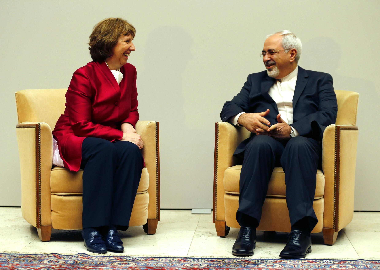 Глава европейской дипломатии Кэтрин Эштон и глава МИД Ирана Мохаммед Джавад Зариф на переговорах в Женеве 07/11/2013