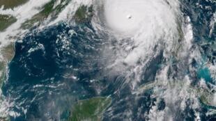 Imagem do olho do furacão Michael nesta quarta-feira (10).