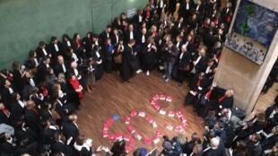 Mobilisation des avocats à Lyon contre la réforme des retraites à l'occasion du procès de l'ex-prêtre Bernard Preynat.