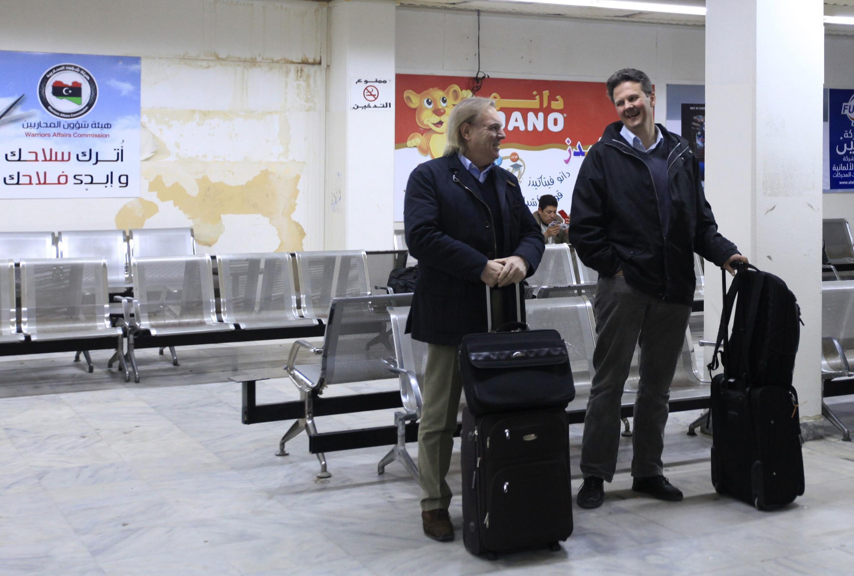 Европейцы в ожидании вылета в аэропорту Бенгази 24/01/2013