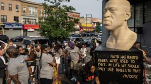 Una estatua de George Floyd inaugurada el sábado en BrooklynEstados Unidos conmemora el fin de la esclavitud, un aniversario con gran resonancia