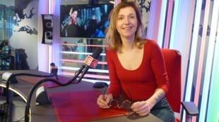 Julie Roux en los estudios de RFI