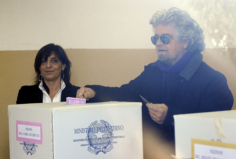 O humorista Beppe Grillo distingue-se na campanha eleitoral italiana, foi o último a votar.