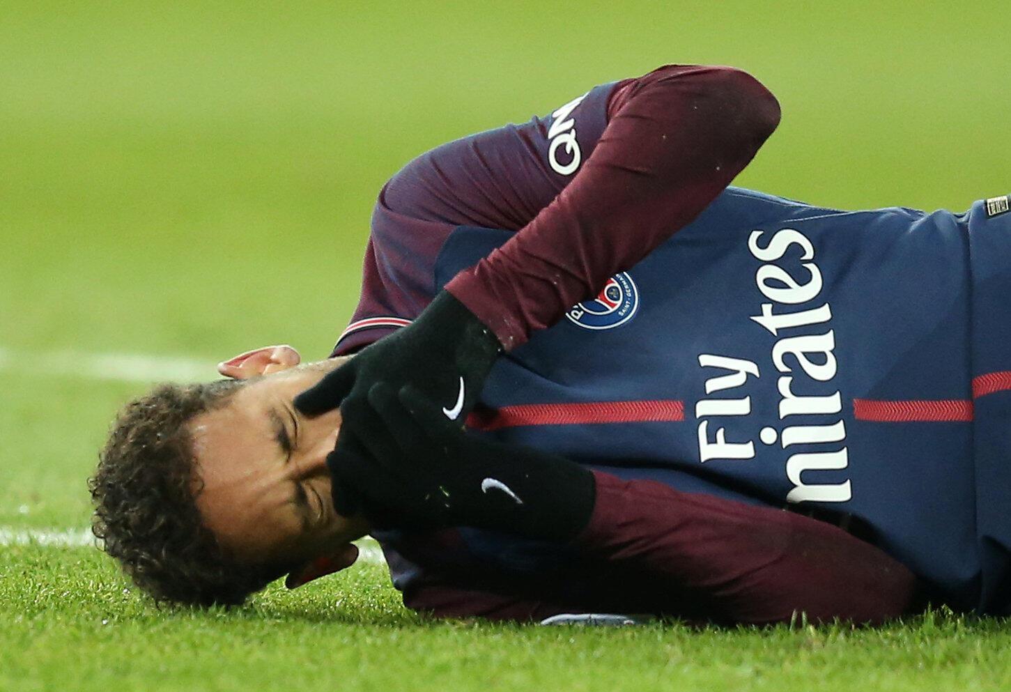 Neymar: fissura óssea em clássico entre o PSG e o Marseille.