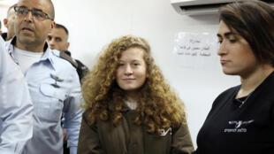 Ahed Tamimi, 16 ans, lors de sa comparution, le lundi 15 janvier 2018, devant un tribunal militaire israélien.