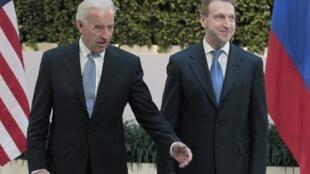 Вице президент США Джозеф Байден с первым заместителем премьер-министра Игорем Шуваловым перед совещанием. Москва 09/03/2011